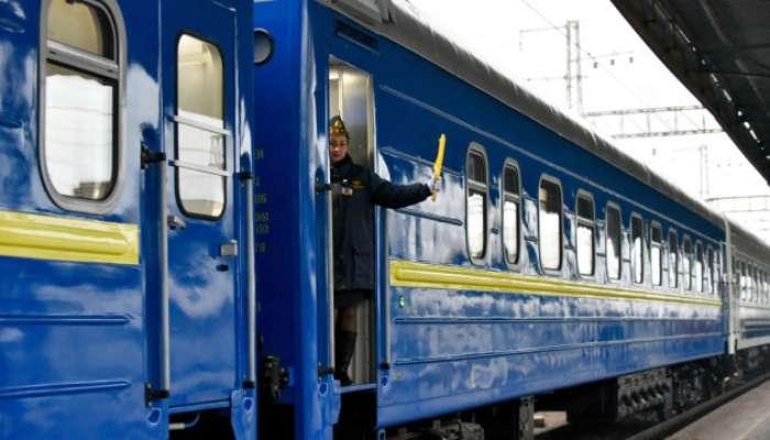 """""""Укрзалізниця"""" через погодні умови збільшила кількість місць у поїздах"""