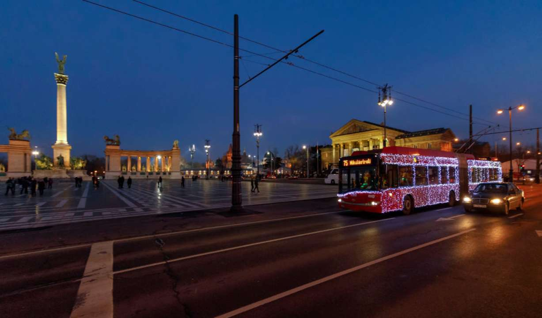 У Миколаєві чоловік, що спізнився на трамвай, оригінально помстився водієві. Відео