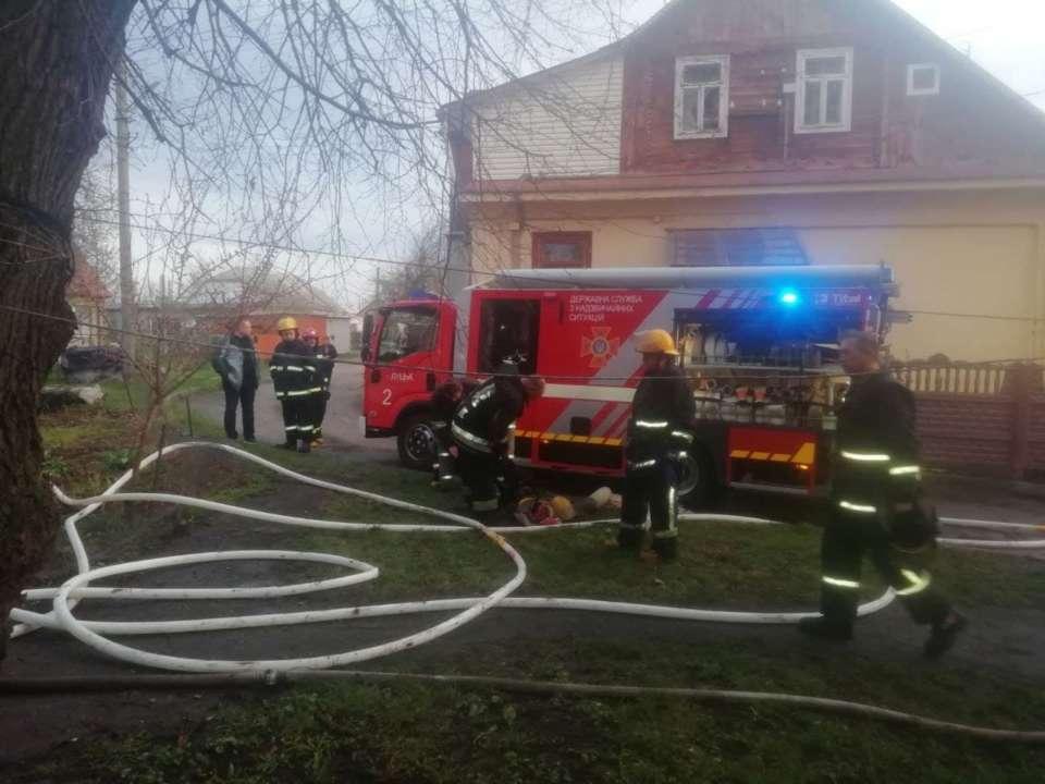 У Луцьку трапилася пожежа в приватному будинку: троє людей згоріло живцем