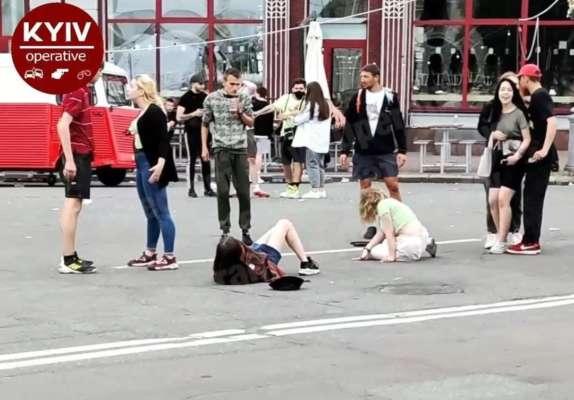 Бійка юних дівчат у центрі Києва