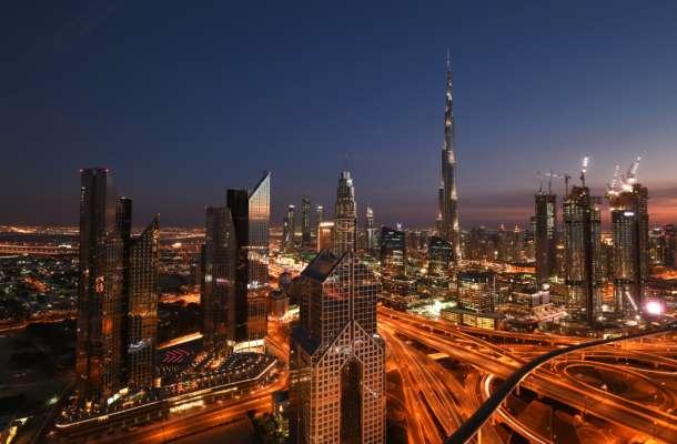 Ударна хвиля відчувалася за 15 кілометрів: у Дубаї потужний вибух спричинив пожежу в порту. Відео