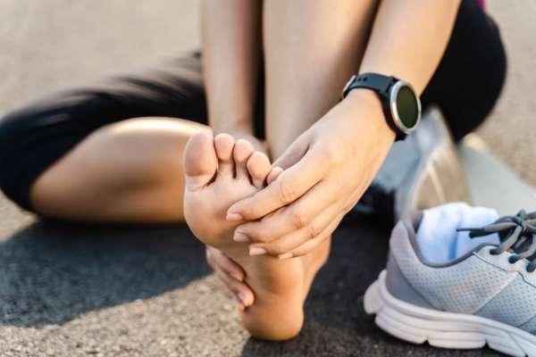 Красивые ножки - не проблема: действенные советы борьбы с различными видами мозолей
