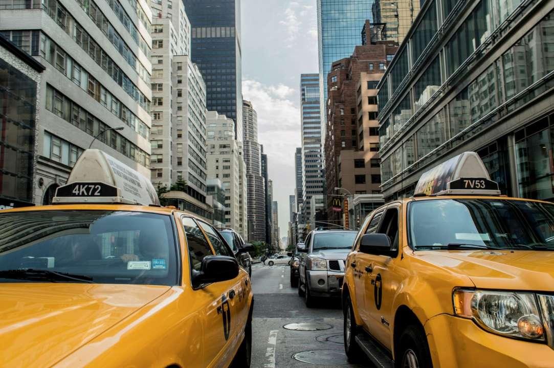 В Британском такси предлагают выбрать, что делать во время поездки