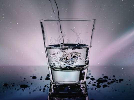 Стакан воды натощак с утра: 7 причин делать это ежедневно