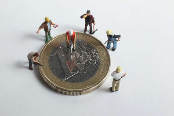 Євро падає в ціні: курс валют на 28 вересня