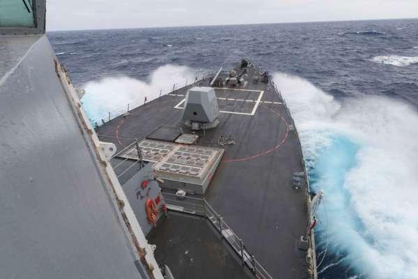 В Британии показали видео с эсминца, который преследовали корабли и самолеты РФ в Черном море