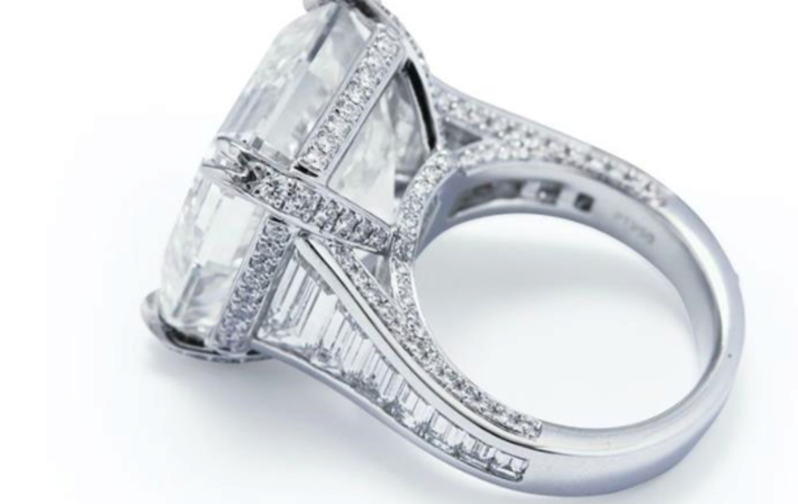 В Австралії виставили на аукціон каблучку з найбільшим діамантом