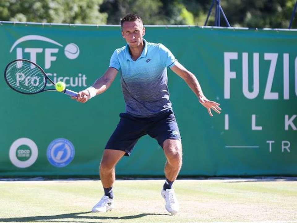 Стаховский вышел в финал квалификации в Праге