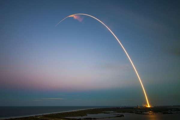 SpaceX отправит в космос спутник нового поколения