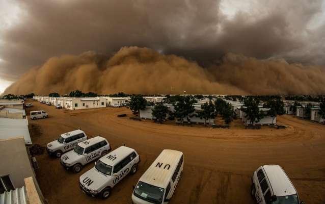 Масштабная песчаная буря накрыла город в Бразилии. Видео