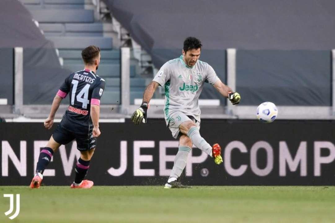 Интер и Ювентус одержали победы в отложенных матчах