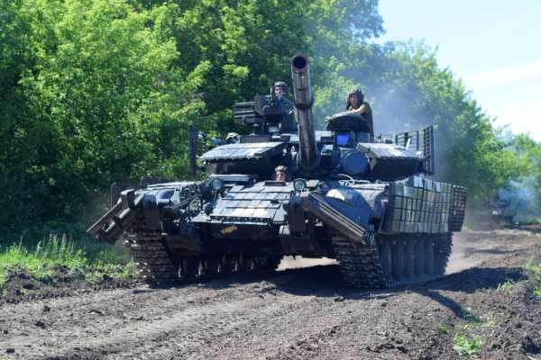 На Донбасі бойовики посилили обстріли українських позицій: двох військових поранено