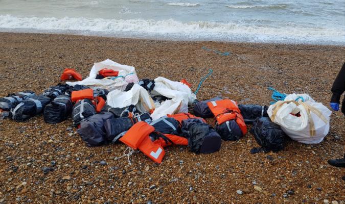 на пляж Британії викинуло тонну кокаїну