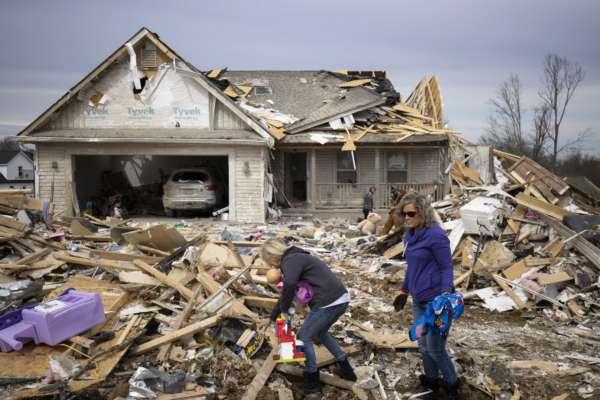 Разрушительные торнадо в США сровняли с землей дома