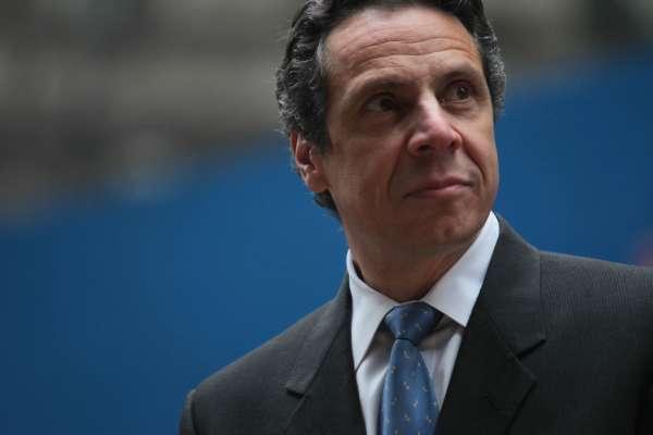 11 женщин обвиняют губернатора Нью-Йорка в сексуальных домогательствах