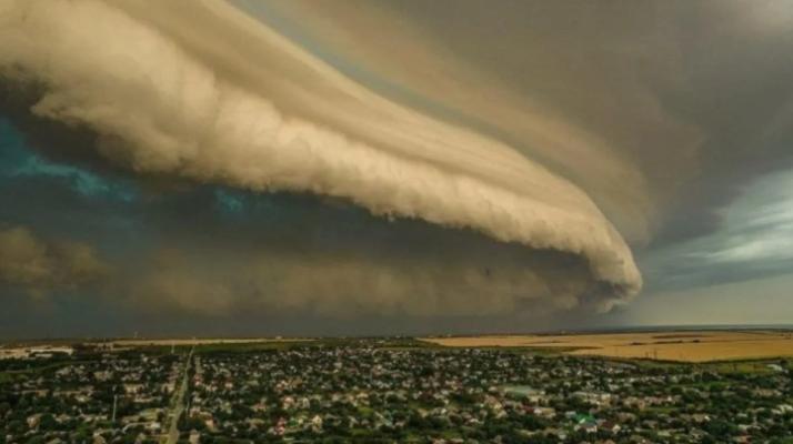 над Запорожьем заметили облако, пугающих размеров