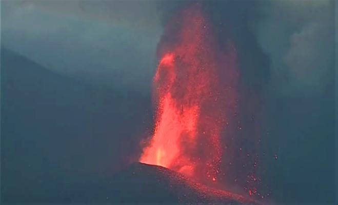 На Канарах бушует вулкан Кумбре-Вьеха. Зрелищное видео