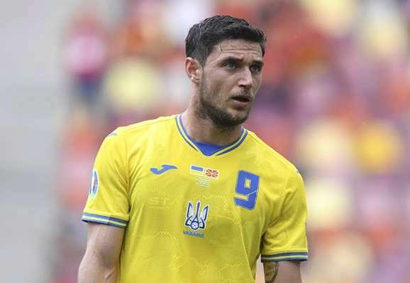 Яремчук прибув до Лісабона для підписання контракту з Бенфікою