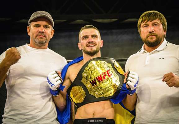 Украинский боец подписал контракт с UFC