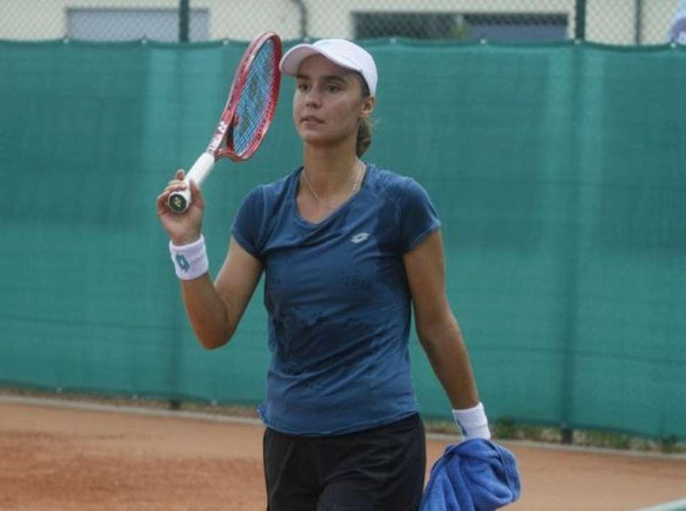Ангелина Калинина покинула турнир в Беллинцоне после первого матча