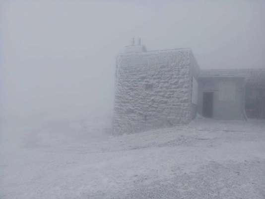 В перший день літа у Карпатах мороз і снігопади