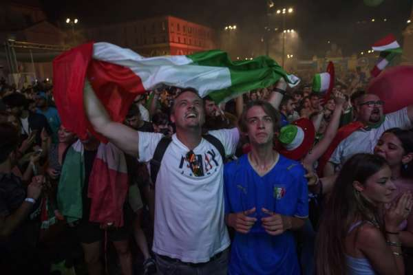 В Милане во время празднования победы сборной Италии на Евро пострадали 15 человек