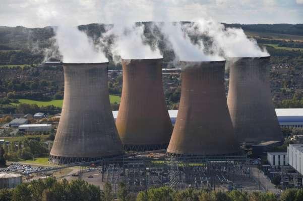 В Англії видовищним вибухом знесли 117-метрові споруди ТЕЦ. Відео
