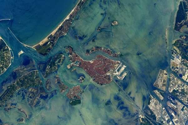 Такой Венецию вы еще не видели: невероятные фото города из космоса