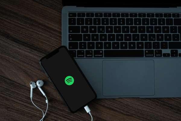 В Facebook появится приложение для воспроизведения музыки с Spotify