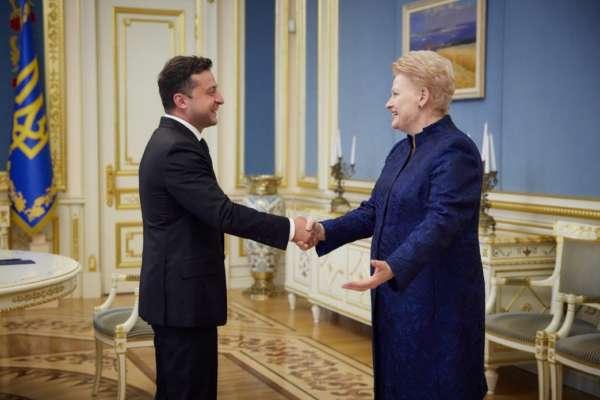 Зеленский обсудил с экс-президентом Литвы вступление Украины в ЕС и НАТО
