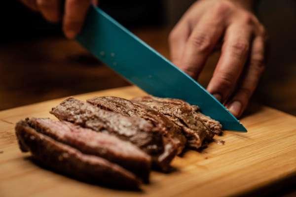 Запекаем свинину с грушей: простой рецепт нежного и сочного мяса
