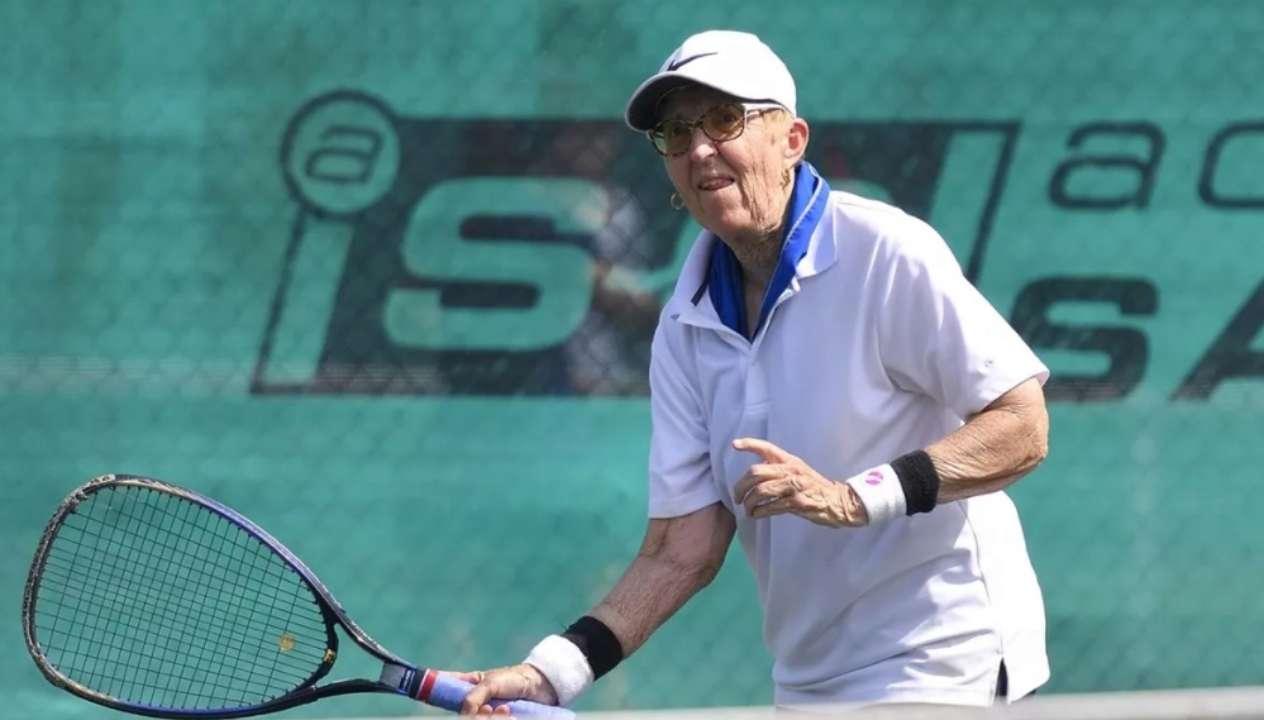 74-летняя теннисистка сыграла на турнире в США, вернувшись после трехлетней паузы