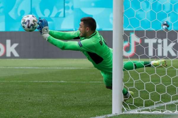 Бущан — шестой вратарь по количеству сэйвов на Евро-2020