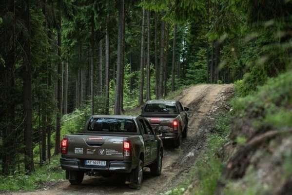 Німеччина передала Україні 31 автомобіль для охорони природи Карпат
