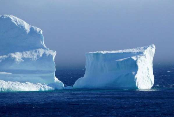 На 11 частей раскололся самый большой айсберг в мире