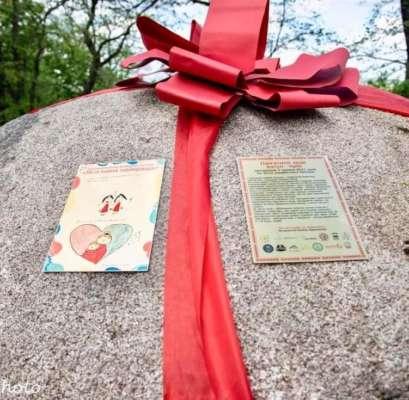 У Маріїнському парку з'явився новий пам'ятник