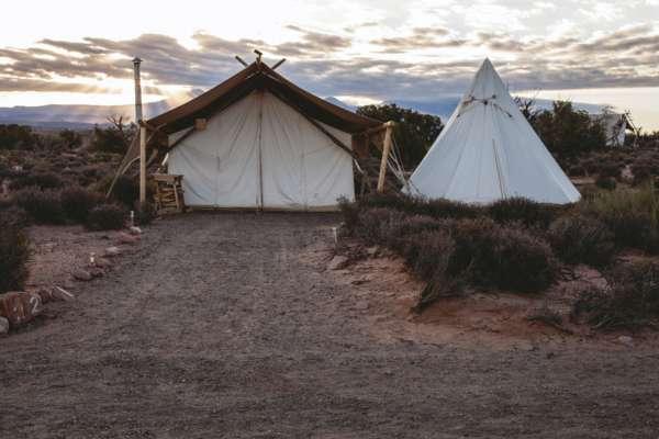 В Индии семья на 15 месяцев изолировалась в палатке, боясь заразиться Covid-19. Они чуть не умерли