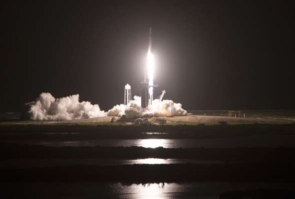 SpaceX успішно вивела на орбіту перший повністю цивільний екіпаж