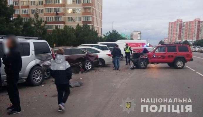 подросток угнал у матери автомобиль и протаранил 6 машин