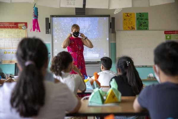 в Израиле отстранили от работы невакцинированных учителей