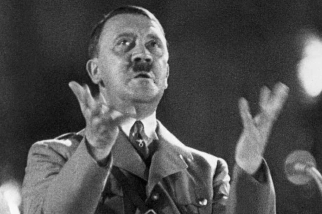 Советник главы Госкосмоса изобразила на картине беременного Гитлера