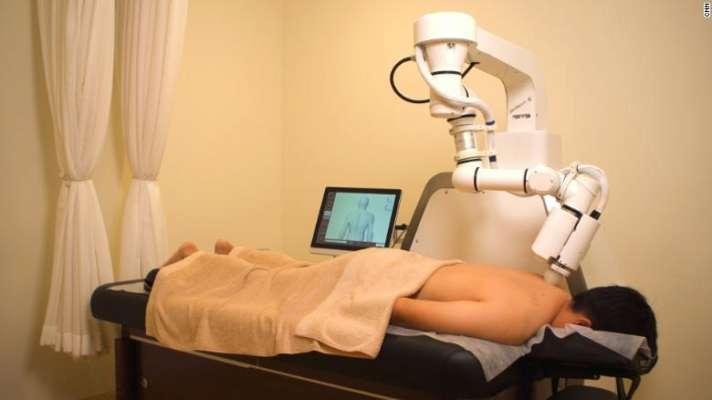 В Сингапуре создали робота с искусственным интеллектом, который умеет делать массаж