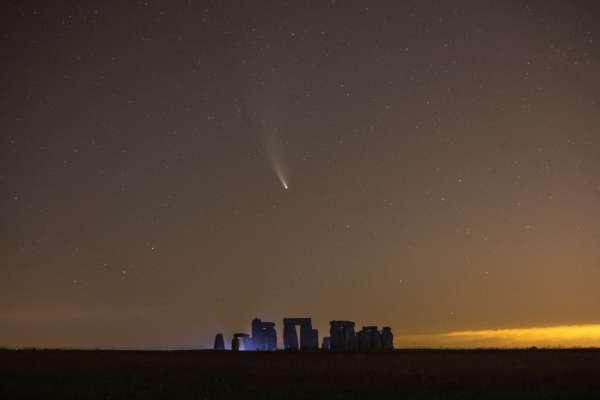 До Сонця летить гігантська комета