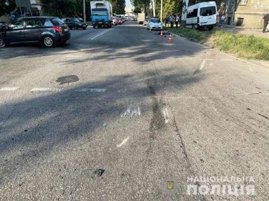 В Запорожье автомобиль врезался в автобус с пассажирами: 13 пострадавших