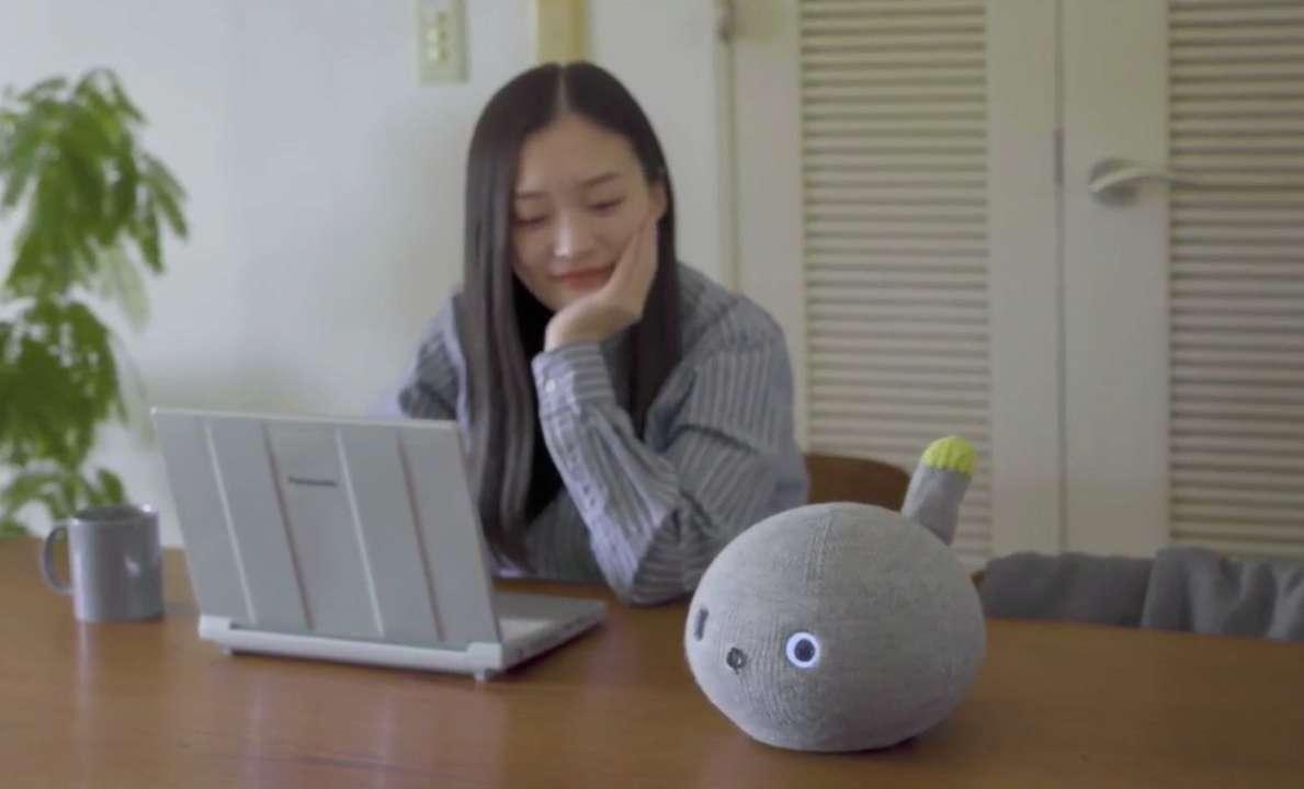 В Panasonic создали забавного робота-кота для одиноких людей
