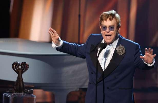 Элтон Джон анонсировал выход нового альбома с участием популярных артистов