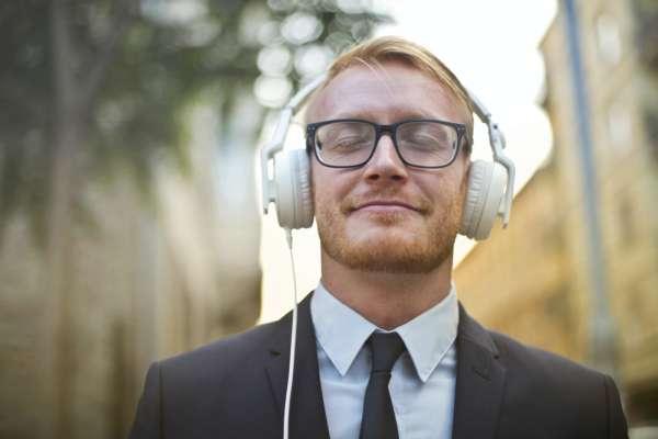 Ученые выяснили, что музыка передается с такой же скоростью, как заболевание