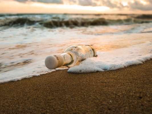 Португалец нашел в океане послание в бутылке, которое проплыло около 5 тысяч километров