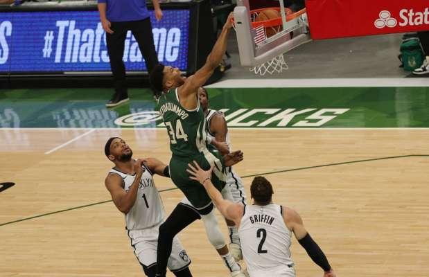 Янніс Адетокунбо в топ-10 моментів дня в НБА