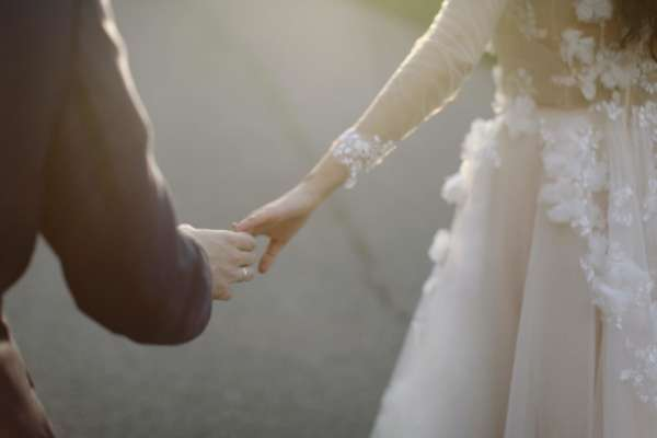 Руки нареченого і нареченої